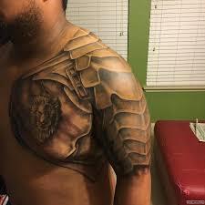 латы со львом тату на груди и на плече у парня добавлено иван