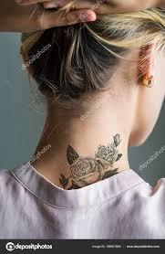 татуировка спины шеи женщины стоковое фото Rawpixel 188631884