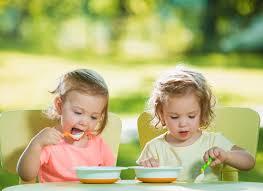 Thực đơn ăn dặm cho bé 4 tháng và các lưu ý khi cho trẻ ăn dặm sớm