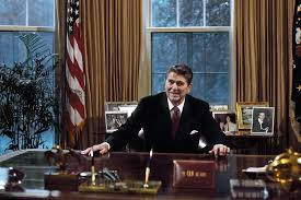 reagan oval office. President Ronald Reagan At His Desk In The Oval Office. Office S