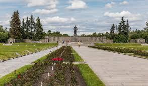<b>Пискарёвское мемориальное кладбище</b> — Википедия