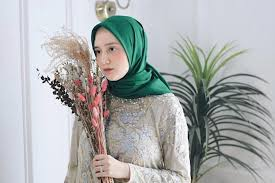 Ootd kondangan hijab simple berikutnya ada setelan tunik dan celana panjang. 4 Rekomendasi Online Shop Yang Jual Baju Kondangan Cantik Kekinian Womantalk