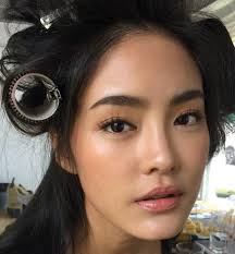 the no makeup look is effortless and easily atnable with the right s less can be more and with the right tools your skin will have a natural
