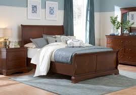 Bed w/ Rhone Manor Pieces Magnifier