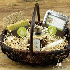 garden gift basket. Heirloom Garden Gift Basket E