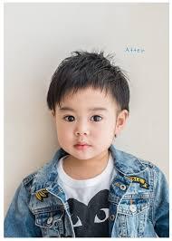 トップを短く元気なイメージに男の子のエアリーショートヘアおうちで