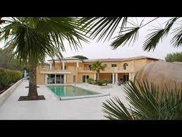 villa de luxe avec tennis et piscine côte d azur