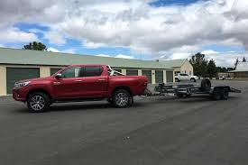 Toyota HiLux SR5 dual cab 4x4 diesel manual 2017 review | CarsGuide