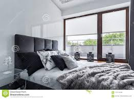 Schlafzimmer Mit Doppeltem Bett Stockbild Bild Von Hell Cozy
