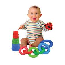 Giúp bé dưới 1 tuổi phát triển khả năng phối hợp tay và mắt