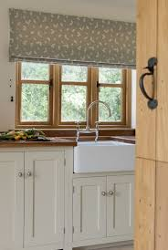 Roman Blinds In Kitchen 17 Best Ideas About Kitchen Blinds On Pinterest Blinds