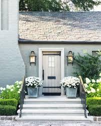 Beautiful Front Door Planter Ideas 02 - DecOMG