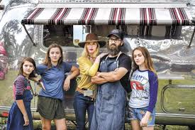 Duck Dynasty' family debuts food trailer in Round Top | News |  brenhambanner.com