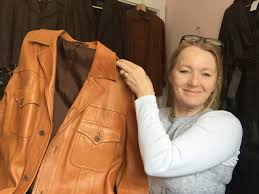 repurposing tan mens jacket to hobo