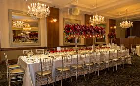 king tables alternated with round tables for variety