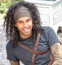 Jonathan Kashanian dopo l'amore per Bianca Atzei, rivela perché indossa  sempre un cappello * Biccy.it