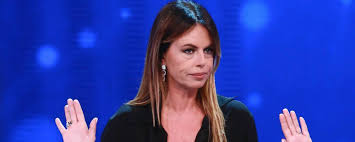 Paola Perego da Parliamo sabato a parliamone a Le Iene