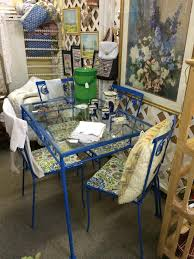 love the bright blue and patterned chairs