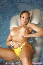 Suzana Scoot Pool Fun nude women I Nakes Babes
