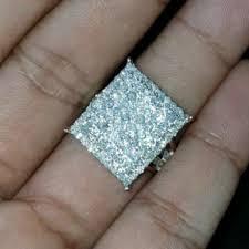 Tafsir Mimpi Memakai Berlian Besar