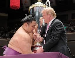 「トランプ大統領相撲観戦画像」の画像検索結果