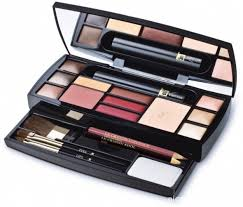 5 top makeup kits that every sumptuous woman should own the