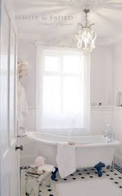 28 Lovely And Inspiring Shabby Chic Bathroom Dcor Ideas - DigsDigs