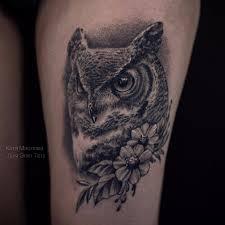 татуировки сова и цветы в стиле дотворк реализм черно серая