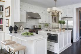 kitchen peninsula with statuary marble countertop and cream leather tufted counter stools