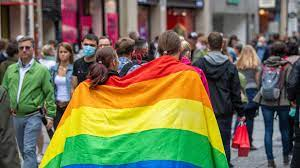 """Pride Month heißt mehr, als Regenbogenflaggen raushängen"""" - DASDING"""