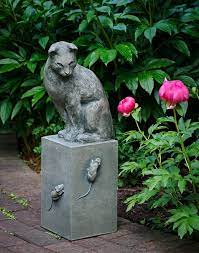 garden statues to add an artistic touch