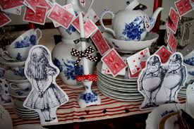 Alice In Wonderland Decorations Alice In Wonderland Table Decor Decorating Of Party