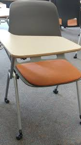student desk and chair commonly used in high schools and universities