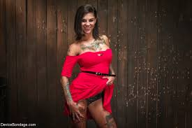 Bonnie Rotten shares cock with Skin Diamond redditery.