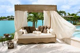 30 Outdoor Canopy Beds Ideas for a Romantic Summer | Freshome.com