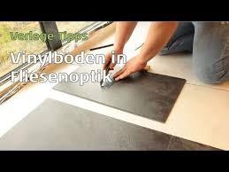 Der fußboden ist bereits begehbar. Vinylboden In Fliesenoptik Verlegen Parkett Wohnwelt Erklart Wie Es Funktioniert Youtube Vinylboden Vinylboden Fliesenoptik Vinyl Fliesen