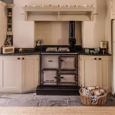 Traditional country kitchens Cream Neutral Country Kitchen With Traditional Range Cooker Ideal Home Country Kitchen Pictures Ideal Home