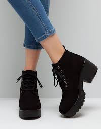 Vos chaussure IRL !! Images?q=tbn:ANd9GcTy8C9y4ayfPXuvkkpLhOdJkXaDagJtHpNxKM6lWzrbsaHXfXEB