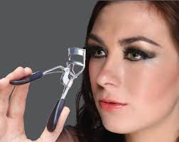 how to use eyelash curler. apex eyelash curler offers ultimate control with its specially designed no-slip grip to suit any eye shape and lash type. firmly catches each at how use c