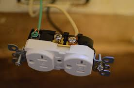 electrical skywagonskoolie your typical outlet look like this it will have 5 screws 2 gold 2 silver and 1 green the ground wire connects to the green screw
