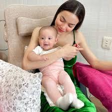 """Gương mặt """"tươi như hoa"""" của cô bé Lisa nhà Hồ Ngọc Hà khi cùng mẹ đi làm  đẹp"""