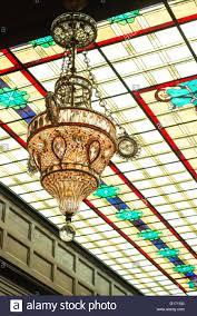 Kronleuchter Und Decke Aus Buntglas In Das Atrium Des