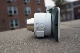 sony qx10. as you can see, the qx10 lens camera is quite bulky when attached to a sony qx10