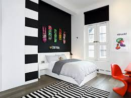 Modern Chic Interior Spectacularly Done With Black And White Punch: Modern  Bedroom With Striped Black