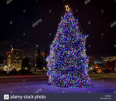 Light Fm Christmas City Of Boise With Capital Christmas Tree Light Up At Night