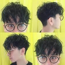 久しぶりに髪を切ってクシャクシャなパーマをかけました 眼鏡と相性