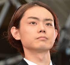 菅田将暉の髪型で人気のパーマやショートヘアどれ画像あり