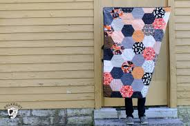 Large Hexagon Quilt Tutorial - The Polka Dot Chair Blog & Halloween Hexagon Quilt ; DIY project and cute Halloween decoration Adamdwight.com