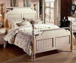 Hillsdale Wilshire Post Bed Antique White 1172 PostBed