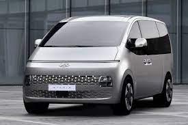 Hyundai Staria vanuit alle hoeken - AutoWeek